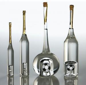 Golf Werbeartikel: mundgeblasene Grappaflaschen.