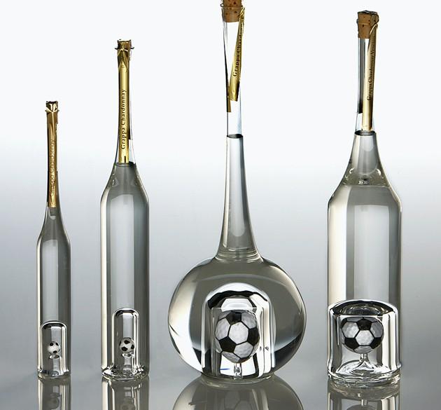 Mundgeblasene Grappaflaschen