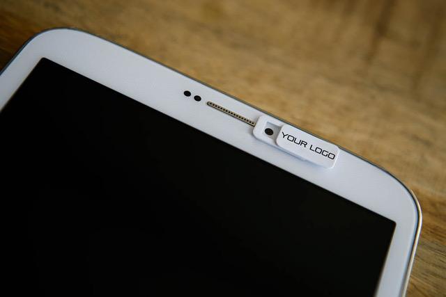 Schützen Sie Ihre Privatsphäre mit einer Webcam Abdeckung mit Logo vor ungewollten Zugriffen auf Ihre Webcam.